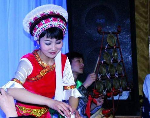 白族传统民族服饰颇具特色
