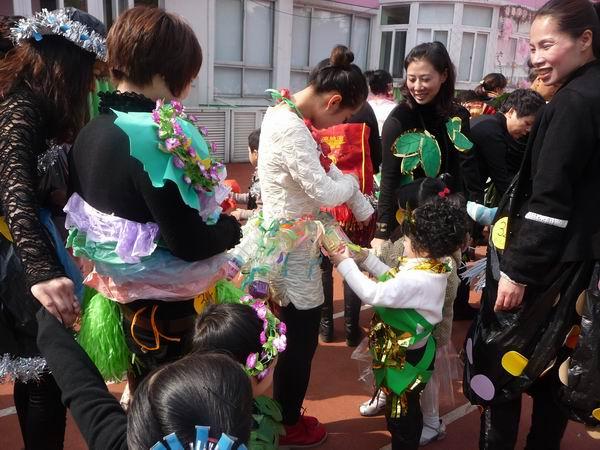 """市妇联实验幼儿园庆""""三□八""""亲子手工沙龙"""