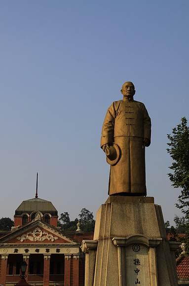 红楼孙中山雕像