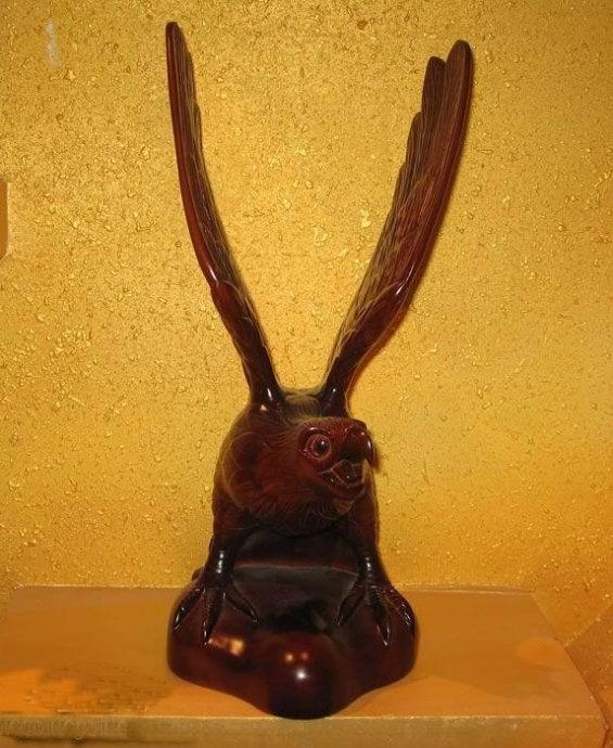 潮州金漆木雕以花,乌,鱼,虫,蟹为主要题材,内容丰富多彩,造型写实肖似